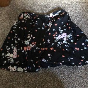 Cute skirt with pockets. only worn once